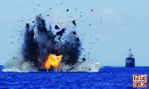 Indonesia lần đầu đánh chìm tàu cá bất hợp pháp của Trung Quốc_Thegioidoco.net.jpg