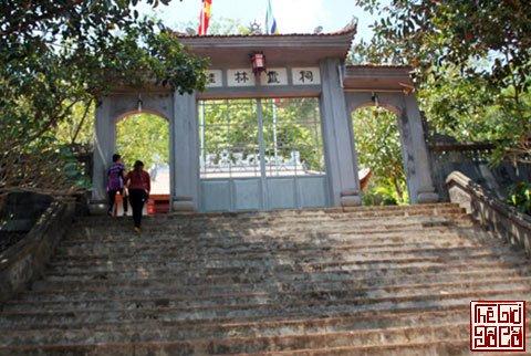 Khám phá văn bia vua Lê trên vách đá Sơn La_1_Thegioidoco.net.jpg